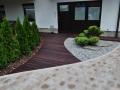 Kombinacija različnih materialov na dvorišču